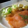 燻鮭魚挺新鮮,但口感稍嫌不夠嫩