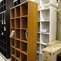 在ニトリ買了一個白色大書櫃
