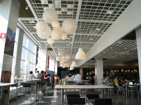IKEA內附設的自助餐廳,光線明亮,吃飯心情也好