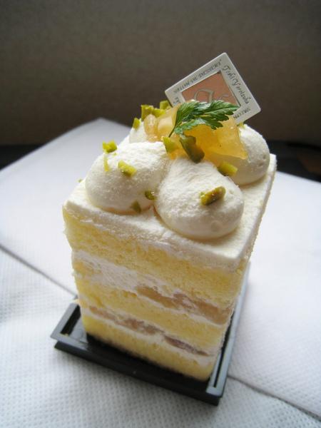 鍇塚俊彥的洋梨鮮奶油蛋糕,大白認為太普通,愛洋梨的我還滿喜歡的