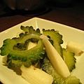 午間套餐的小菜:沖繩苦瓜涼拌山藥一小碟,份量很小但新鮮清爽