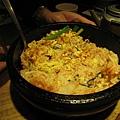 大白點的明太子起司玄米石鍋拌飯,店員把石鍋端上桌後幫我們把飯拌好