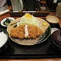 三元豚ロースかつ膳套餐,有炸豬排、高麗菜絲、白飯、漬物、味噌湯