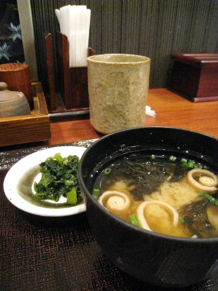 味噌湯和野澤菜漬物倒是維持一貫水準