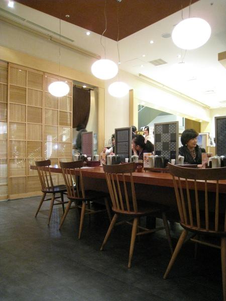 我們吃完時已經過了晚餐尖峰時間,店內變得很冷清