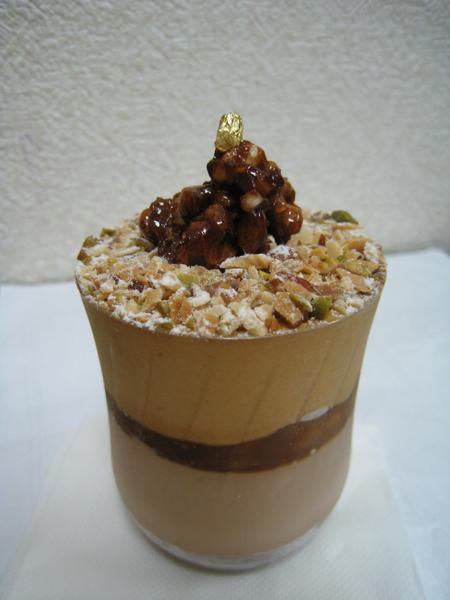 11/9外帶的的Maki,香蕉焦糖杯裝甜點,稍甜但非常香濃