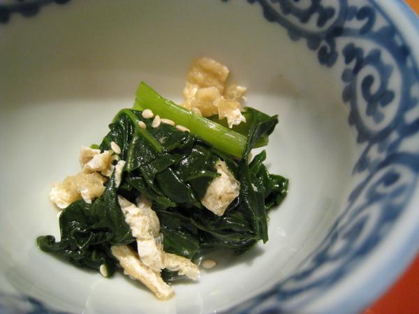 小菜之一:青江菜拌豆皮,上面灑了白芝麻粒
