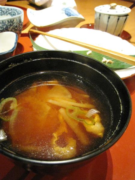 白蘿蔔豆皮味噌湯煮得很入味,我也很喜歡