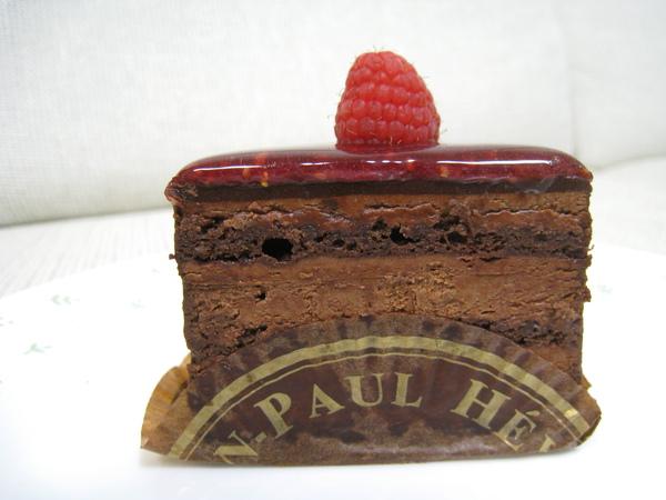 巧克力頗甜,配著熱茶一次吃半塊剛剛好。我和大白都很喜歡。