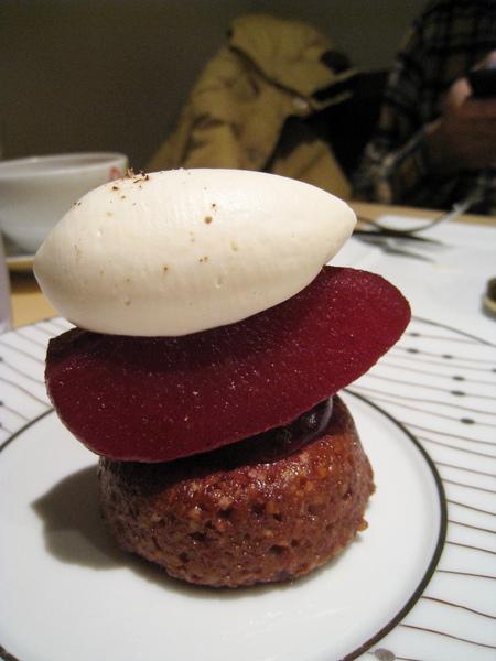 Weekend,鮮奶油紅酒洋梨磅蛋糕,630円