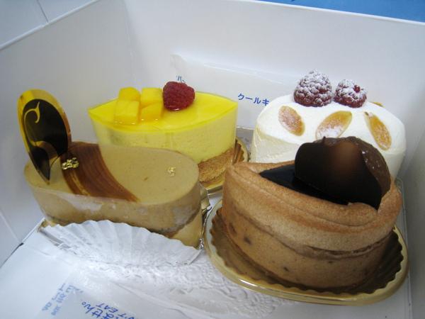 左上:Mangue Cassis,左下:Bresilienne,右上:Everest,右下:Larme