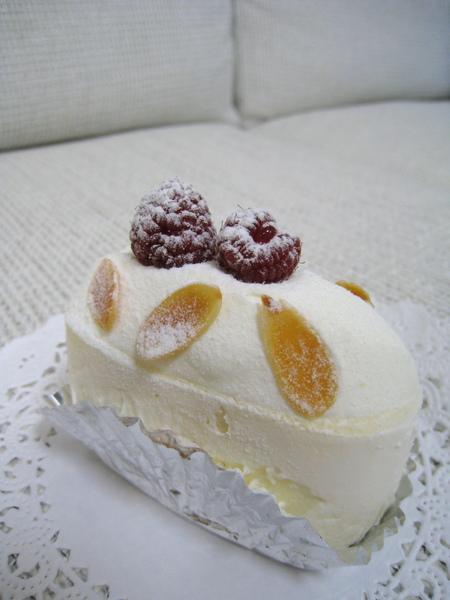 Everest(エベレスト,艾佛勒斯峰),覆盆莓杏仁乳酪蛋糕,630円