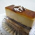 Ambre Noix(アンブルノワ,「琥珀胡桃」), 胡桃巧克力慕斯蛋糕,630円。由胡桃慕斯、巧克力海綿蛋糕、巧克力慕斯組成,是這次買的甜點中口味較重的。