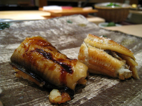 第九貫:星鰻(あなご,穴子)握壽司,有醬油和鹽味兩種口味,都很可口。這是這餐我最喜歡的一品