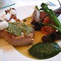 我的主菜:白金豚ロース肉の葉菜とマスタードバター焼き