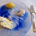 甜點拼盤,三種願望一次滿足。冬季菜單中,雪酪從洋梨改成柳橙口味,水果也從洋梨換成水梨,也不錯,但我還是比較喜歡之前的組合