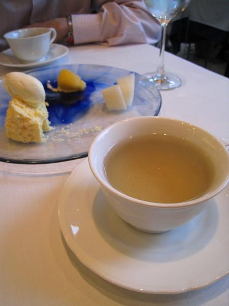 以清爽的花草茶結束美好的週五午餐