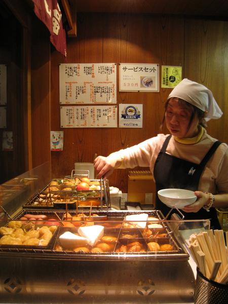 我們點了麻糬巾著2、白蘿蔔1、燒豆腐1、水煮蛋1、芝麻天婦羅1、竹筍1、燒賣1