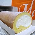 堂島ロール外層是薄薄的海綿蛋糕,裡面裹著爽口不膩的鮮奶油,我和大白都愛死了