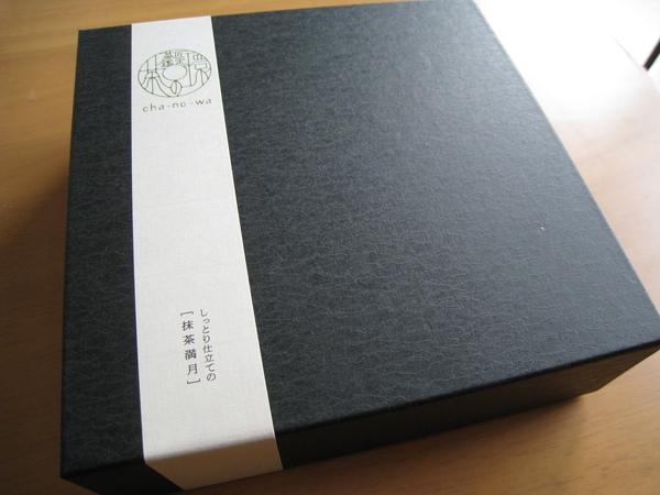 抹茶滿月磅蛋糕的黑色外盒挺有質感