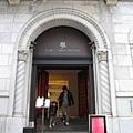 乍看還以為是哪家歷史悠久的歐系銀行總部,很難跟甜點聯想在一起