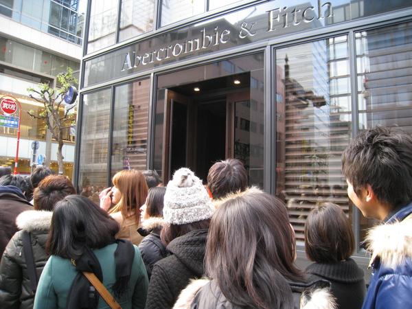 我明明在紐約都沒在逛A&F,為什麼到日本要捨命陪公主啊