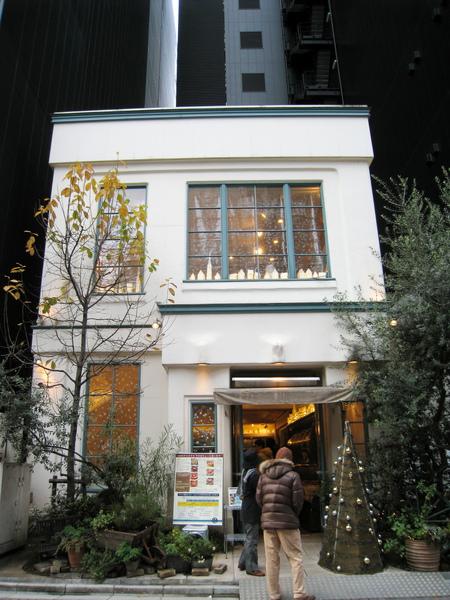 下午2:00到Quil Fait Bon想吃傳說中東京最美味的水果派,店員說3:50才有座位