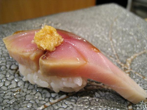 第7貫:鯖魚握壽司,海味太重不是我的菜