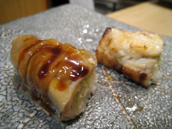 第11之1貫:星鰻(穴子)以兩種方式料理,圖左是刷醬穴子握壽司,好吃
