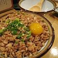 雞鬆蓋飯(そぼろ丼),網路上大推,不過我和大白都覺得口感稍乾(後來又點了兩次,溼度就剛剛好)