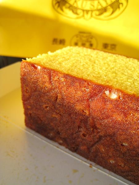 カステラ底部也有一些沉澱的雙目糖,但沒五三燒那麼多,口感跟坊間蜂蜜蛋糕較相似