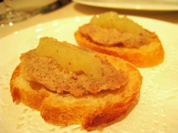 開胃小點:蘋果醬豬肉泥佐法國麵包脆片