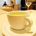 飲料有咖啡、紅茶、花草茶三種可選擇,我點了檸檬草茶,非常香