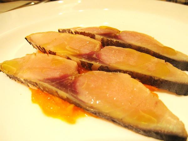 大白的前菜:煙燻鰆魚佐胡蘿蔔絲