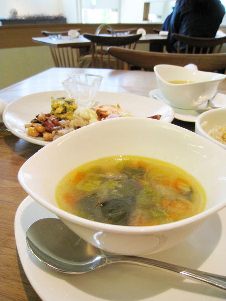 綜合蔬菜清湯,還不錯,就是西餐很常見的餐前湯