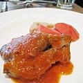 大白的主菜:羊小排,配菜是胡蘿蔔和蓮藕。羊小排肉質很嫩但腥味稍重