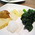 自助吧台第二輪戰利品:鹿兒島產馬鈴薯、淺漬大根和芹菜、菠菜。馬鈴薯超好吃的