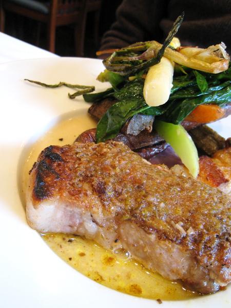 芥末花生醬烤白金豚,佐有機烤蔬菜