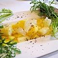大白的前菜:烤魚佐涼拌葡萄柚和白蘆筍洋芋泥