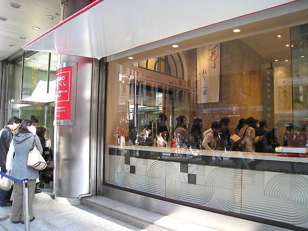 每次逛銀座經過松坂屋,都會看到年輪家門口大排長龍,因為懶得等從來沒買過