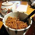 放在桌上自行取用的柴魚粉