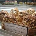 Choux peysanne,核果奶油泡芙,400日圓。榛果、杏仁、開心果歡聚一堂