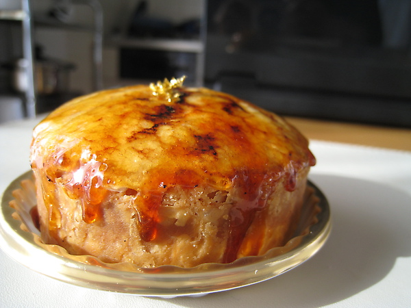 3/21外帶回家的Puits d'Amour,酥皮外殼填入焦糖口味的卡士達奶油醬,口感像烤布蕾和千層派的混合體