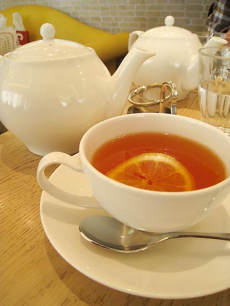 熱伯爵茶,第一泡我加了檸檬片,發現還是不加比較好喝