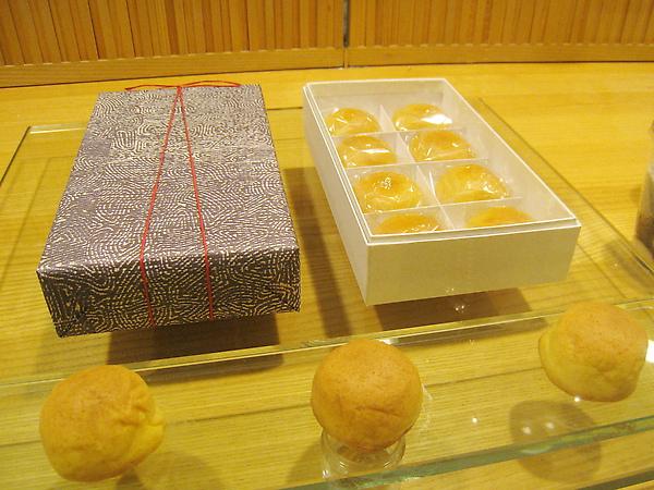伊勢丹店限定產品黃餡薄皮饅頭「ボーロ」,158日圓,內餡由蛋黃和煉乳混合而製
