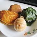 生菓子最好當天吃完,我們隔天才吃,包櫻餅的櫻葉已奄奄一息