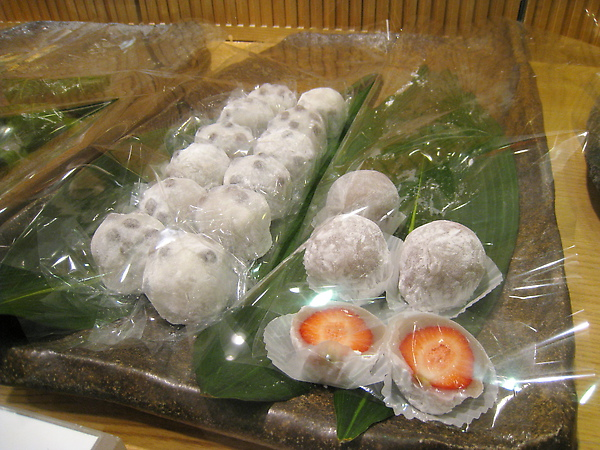 鹽豆大福210日圓,莓大福273日圓
