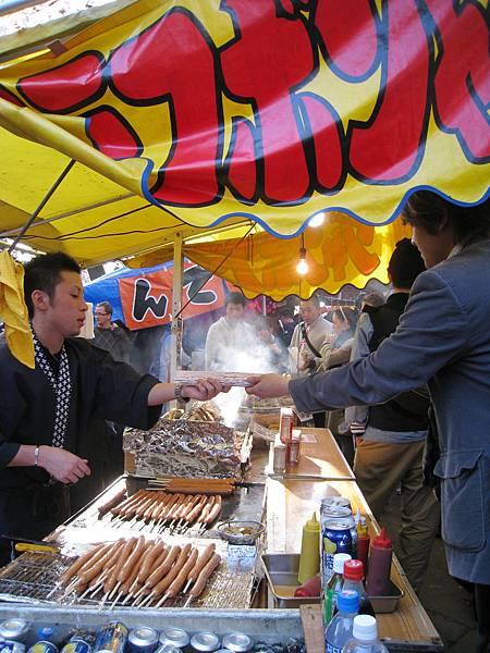 日本祭典活動的攤販食物外表誘人,其實很容易踩到地雷,熱食經常只有微溫