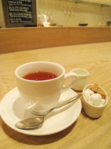 餐後飲料可以選咖啡或紅茶,我和大白都選紅茶,品質不錯