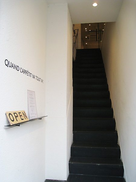 低調的店門由此入,誰會想到樓上別有洞天?